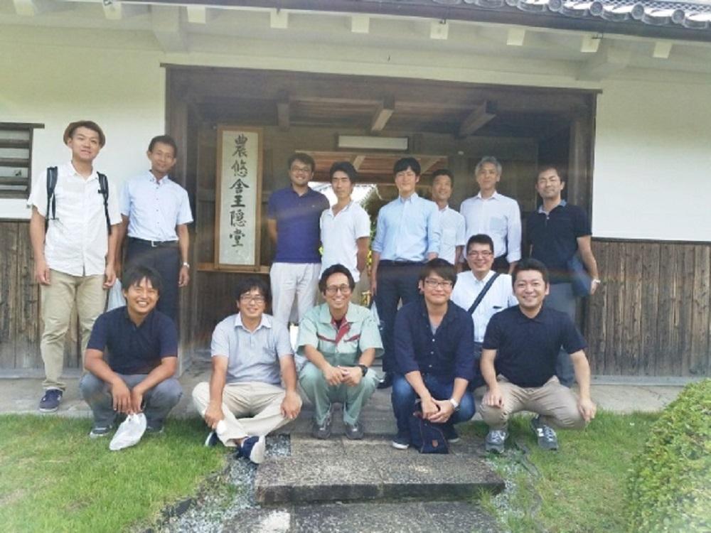 農悠舎王隠堂(農家レストラン)にて参加者集合写真